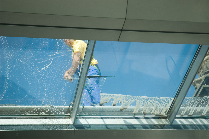 - worker cleaning windows PLNX3K9 - Covid Secure Cleaning